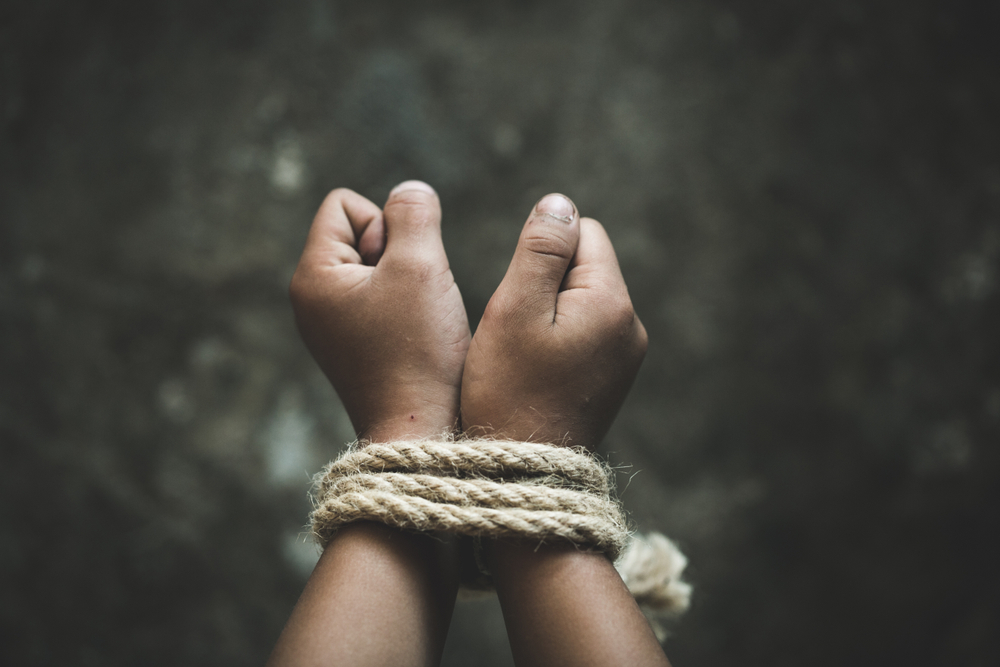 Testamento sin manos (o cómo los derechos humanos se ríen de la ley en papel)